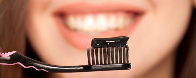چند بار استفاده از خمیردندان زغالی به دندانها آسیب میزند؟