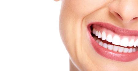 علت ایجاد لبخند لثهای چیست و آیا قابلدرمان است؟