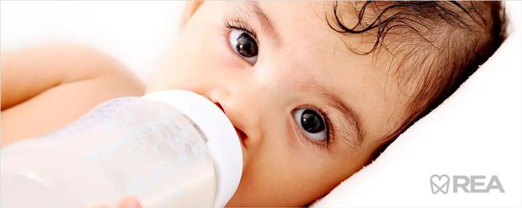 استفاده از شیشه شیر هنگام خواب